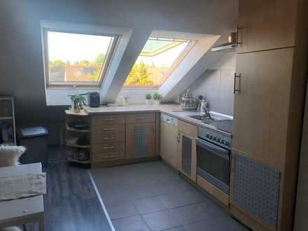 Freundliche 2-Zimmer-DG-Wohnung mit Einbauküche in Wörth am Rhein
