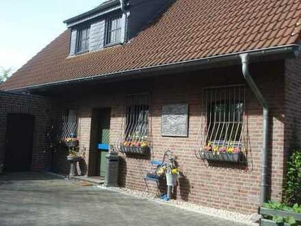 Gepflegte 3-Zimmer-Maisonette-Wohnung mit Einbauküche in Krefeld