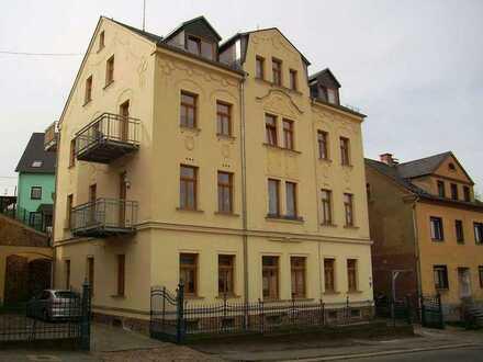 Kirchberg, Bezugsfertige 2-R-Whg. im HP, Denkmalschutz, Laminat, helle Tageslichtküche, Bad m. Wanne