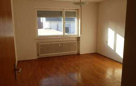 Gepflegte 3-Zimmer-Wohnung mit Einbauküche in Erbach Dellmensingen an Singles