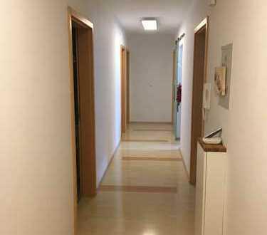 Schöne helle vier Zimmer Wohnung in Bamberg, Ost