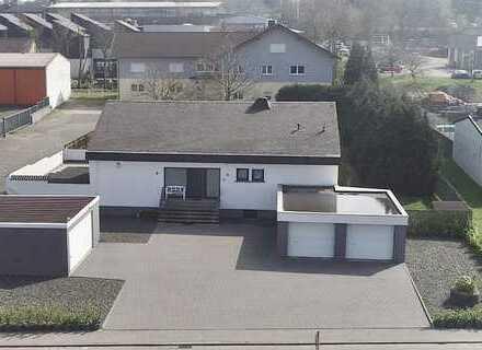Fahrzeug- und Lagerhallen (ca. 3.000 m²) mit Freiflächen und Einfamilienhaus in 56288 Kastellaun