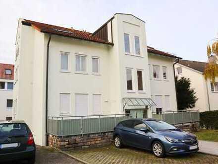 Stilvolle, vollständig renovierte 2,5-Zimmer-Wohnung mit Balkon und EBK in Fellbach