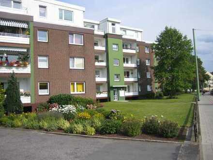 Helle 2-Zimmer-Penthouse-Wohnung mit Blick bis zum Hafen