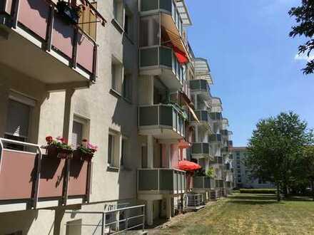 Ruhig gelegene 3-Raumwohnung mit Balkon und Abstellschrank