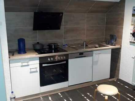 Modernisierte 2-Raum-DG-Wohnung mit Einbauküche in wain
