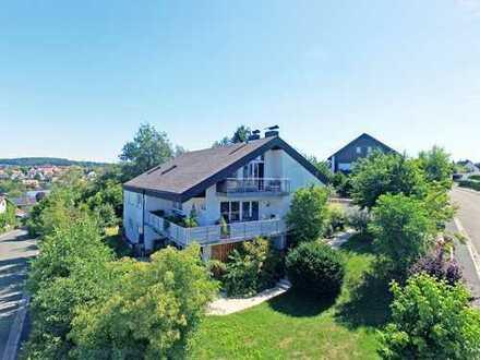 Elegante 5-Zimmer-Wohnetage mit Kamin, umlaufendem Balkon und fantastischem Fernblick über Pegnitz!