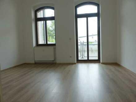 """""""Top""""4 Raum Wohnung 85 m², neues Laminat,BLK,Gäste-WC,Bad mit Wanne"""