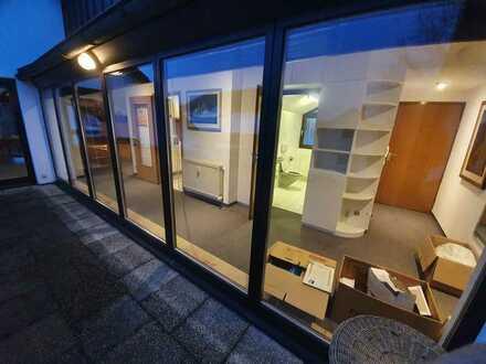 Gepflegte 3-Raum-Dachgeschosswohnung mit Loggia ,Balkon und Einbauküche in Erlangen