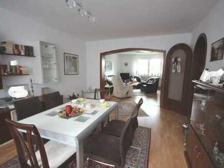 Essen-Fischlaken: Großzügige 2-Zimmer-Wohnung mit großem Balkon in gepflegtem 3-Familienhaus