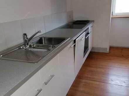 Sanierte 3,5-Raum-DG-Wohnung mit Einbauküche in Oberndorf