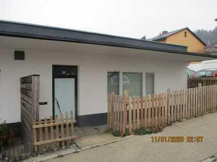 Renovierungsbedürftige und eine etwas andere Doppelhaushälfte in Aalen-Triumpfstadt