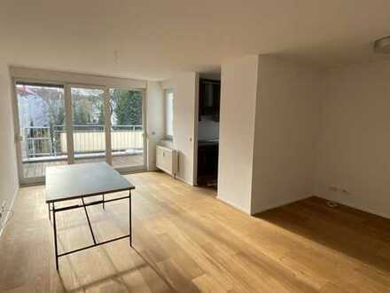 Moderne, lichtdurchflutete 2-Zimmer-Wohnung im Saarlandstraßenviertel