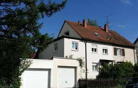 Wohlfühl- Wohnung mit zwei Dachbalkonen am Rande des Godelsbergs