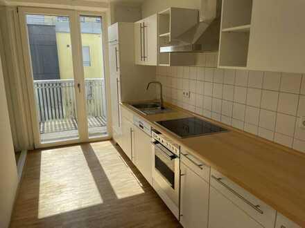 Stilvolle, vollständig renovierte 3-Zimmer-Wohnung mit Balkon und Einbauküche in Tübingen