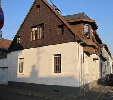 Liebevoll saniertes, helles Haus mit sechs Zimmern in Heidelberg, Kirchheim