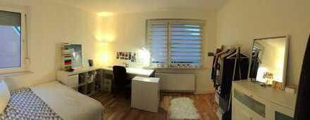 22 qm helles Zimmer in zweier WG frei- Uni Nah!