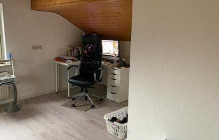 Günstige, modernisierte 3 bzw. 5-Zimmer-DG-Wohnung mit Einbauküche in Kötterichen