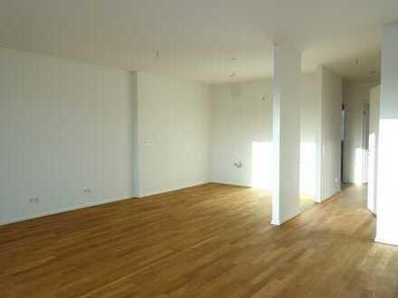 Wohnen am Wasser. 4 schöne helle Zimmer als Erstbezug in Lindenau. Balkon.