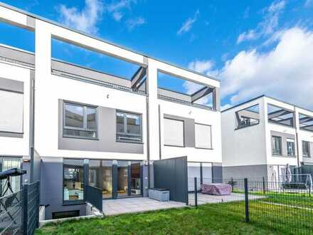 Maintal-Dörnigheim: Modernes, neuwertiges Reihenmittelhaus mit Teil-Möblierung in Waldrandlage