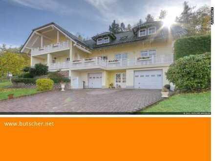 Haus der Superlative. Platz für zwei Familien. Riesiges Grundstück. Grandioser Ausblick.