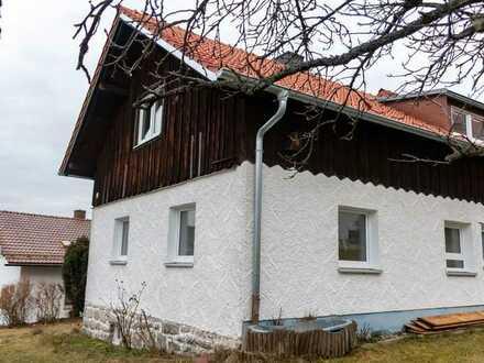 Gemütliche und ruhige Doppelhaushälfte mit 3 Zimmern, Küche, Bad, großem Keller und Garten