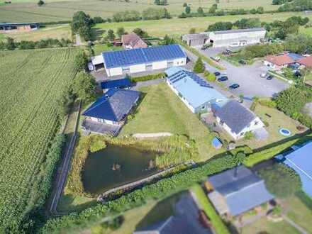 3.725 m² Grundstück + 2 Wohnhäuser + Gewerbehalle + PV-Anlage + Erdwärme