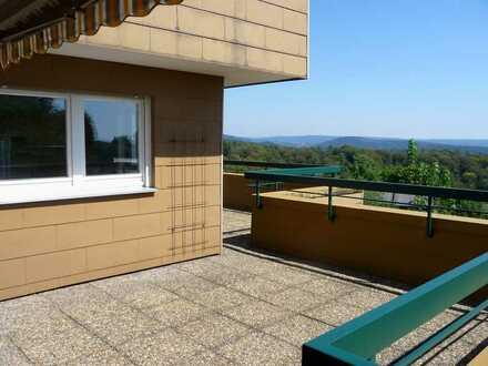 Wohnen mit Fernblick: 2,5-Zimmer-Wohnung mit großer Dachterrasse