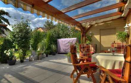 Einfamilienhaus mit Garten, großer Terrasse, Partyraum und Garage