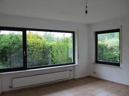 Ansprechende 2,5-Zimmer-Erdgeschosswohnung mit Balkon und EBK in Mundelsheim