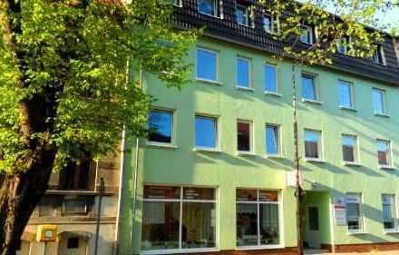 Sehr großzügige 3- Zimmer- Wohnung 2. OG links an der Karl-Marx-Straße 19