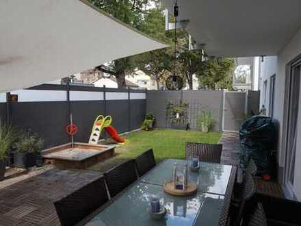 Stilvolle, neuwertige 4-Zimmer-Erdgeschosswohnung mit privatem Garten und Einbauküche in Wiesbaden