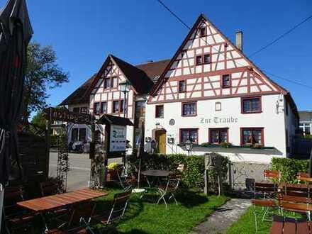 * Gaststätte mit Geschichte – Biergarten – 2 große Wohnungen – 4 Fremdenzimmer - ca.2.500 m² Grund *