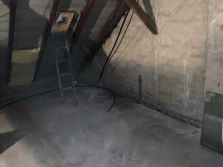 Lagerfläche im Dachgeschoss günstig zu vermieten