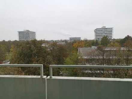 3 Zimmer Wohnung mit EBK und umlaufenden Balkon in Bogenhausesn