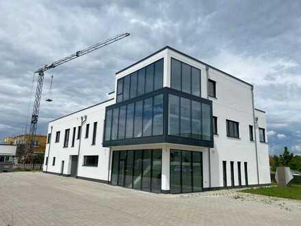 ++ Gewerbeimmobilie mit Penthouse und Freifläche am neuen Gewerbepark/Messegelände! ++