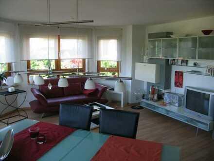 Sonnige 3,5-Zimmer-Wohnung mit großem Balkon und Einbauküche in Neckartenzlingen