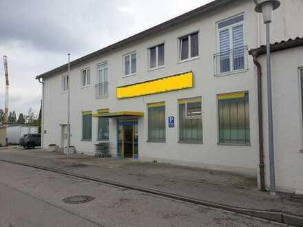 +++Geschäftsräume mit Schaufenstern im Zentrum von Waldkraiburg+++