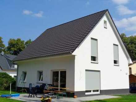 Attraktives Grundstück mit einem kleinen Traumhaus