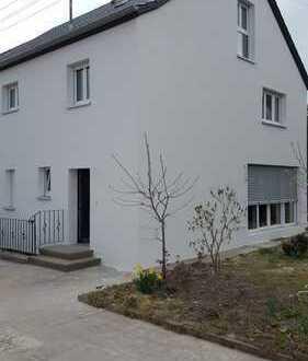 Stilvolle, geräumige und neuwertige 1-Zimmer-Dachgeschosswohnung mit EBK in Augsburg