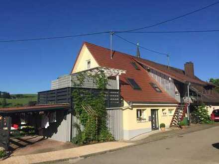 Gepflegte 5-Zimmer-DG-Wohnung mit Balkon in Geisinge