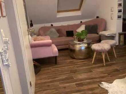 Neuwertige 5-Raum-DG-Wohnung mit Balkon und Einbauküche in Alsweiler