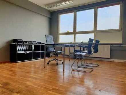 Preiswertes Büro mit Echtholzparkett (KA-Mühlburg)