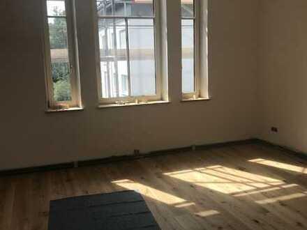 Erstbezug nach Vollsanierung mit kleinen Balkon: ansprechende 3,5-Zimmer-Wohnung in Reutlingen