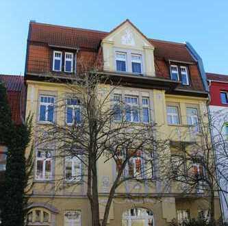 Großzügig geschnittene 4-Raum-Wohnung in denkmalgeschützter Jugendstilvilla