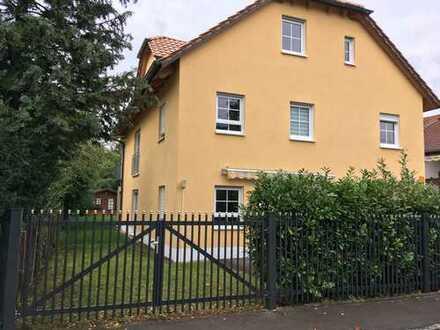 Stilvolle, neuwertige 3-Zimmer-EG-Wohnung mit 2 Terrassen und Gartenanteil in Lochhausen, München