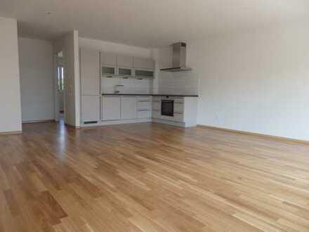 Neuwertige 3-Zi-Wohnung, 84qm, SuedBalkon, TGL-Bad, EBK, in Lö-Stetten