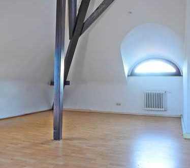 6028 - Großzügige Maisonette-Wohnung mit Weitblick über Durlach!
