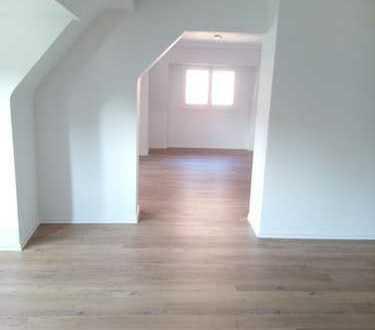 Schöne Dachgeschosswohnung im Herzen von Krefeld zu vermieten