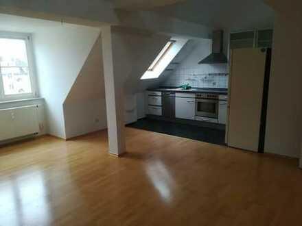 2-Zimmer-Maisonette-Wohnung mit Einbauküche, sofort bezugsfrei, frisch gestrichen